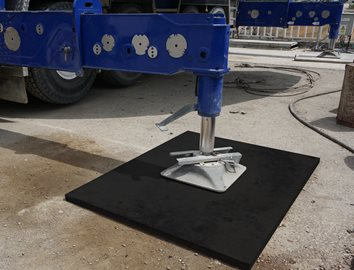 Tough, Durable UHMW Crane and Outrigger Pads for Heavy Equipment (Curbell Plastics)